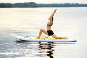 paddle board lunge