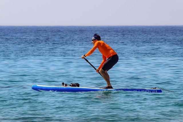 picture of the stand up paddle board gear to wear